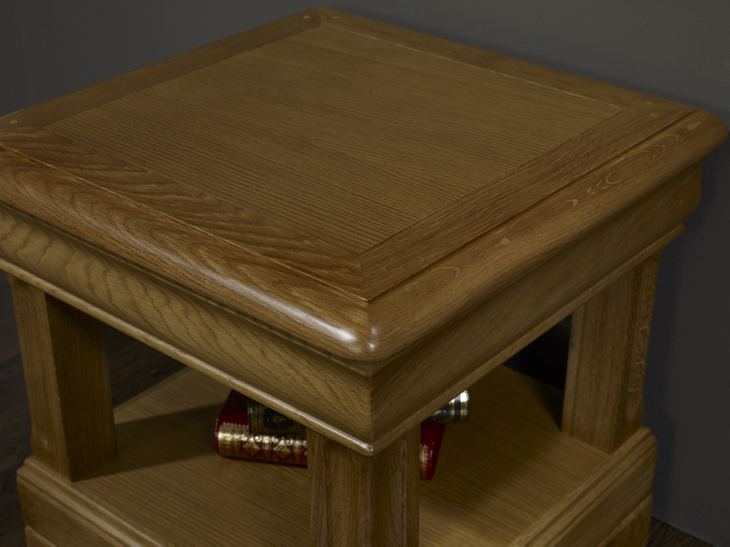 bout de canap ou table d 39 appoint en ch ne de style louis philippe meuble en ch ne. Black Bedroom Furniture Sets. Home Design Ideas