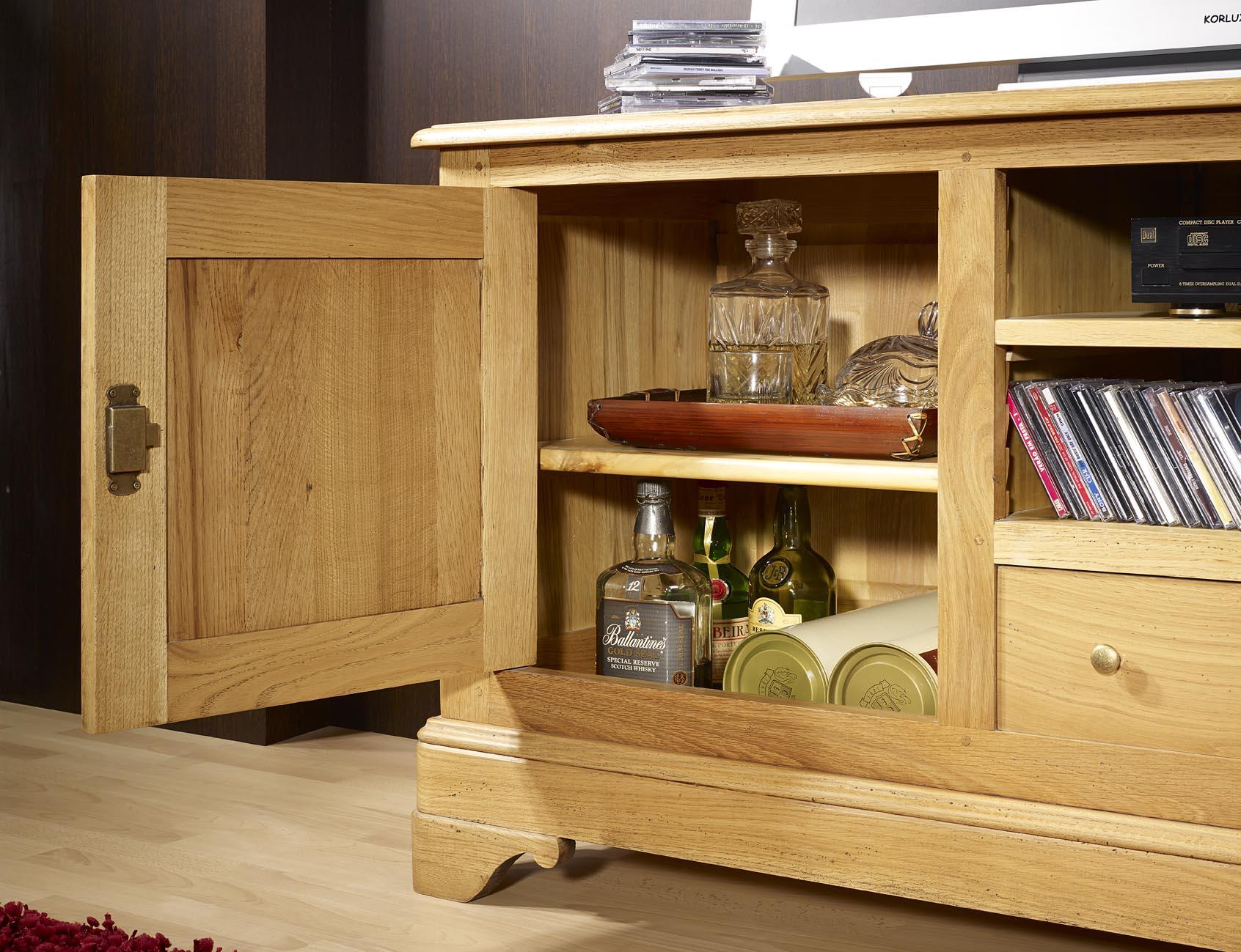 meuble tv 16 9 me en ch ne massif de style louis philippe meuble en ch ne. Black Bedroom Furniture Sets. Home Design Ideas
