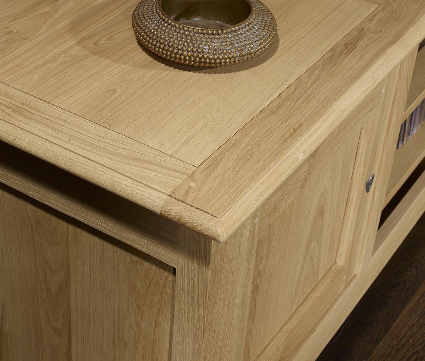 meuble tv 16 9eme en ch ne massif de style campagnard meuble en ch ne. Black Bedroom Furniture Sets. Home Design Ideas