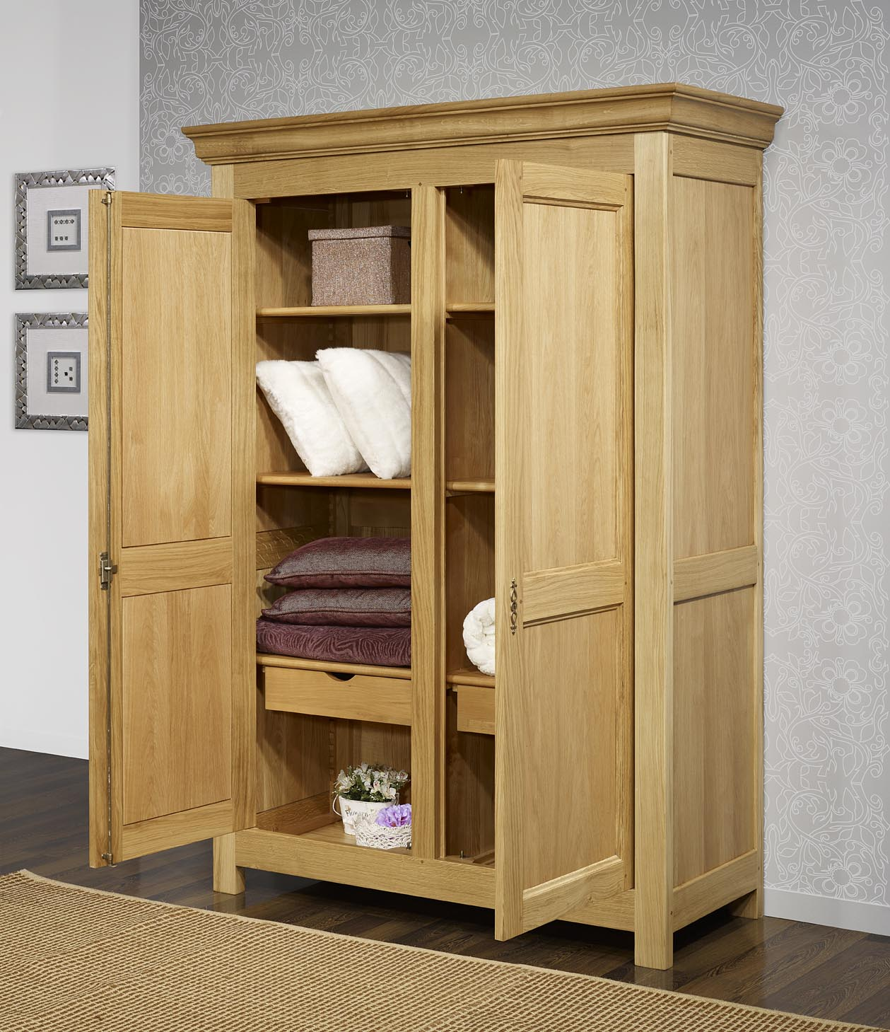 armoire 2 portes en ch ne massif de style campagnard meuble en ch ne. Black Bedroom Furniture Sets. Home Design Ideas