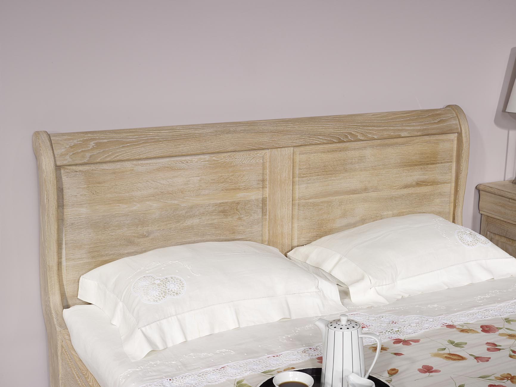 lit bateau en ch ne massif 140 190 de style louis philippe finition ch ne bross blanchi. Black Bedroom Furniture Sets. Home Design Ideas