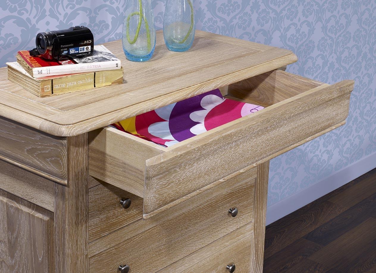 commode 4 tiroirs en ch ne de style louis philippe finition ch ne bross blanchi meuble en ch ne. Black Bedroom Furniture Sets. Home Design Ideas