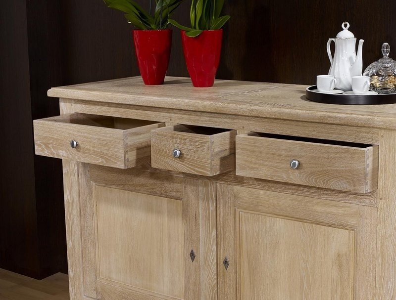 buffet 2 portes en ch ne massif de style campagnard finition ch ne bross blanchi meuble en ch ne. Black Bedroom Furniture Sets. Home Design Ideas