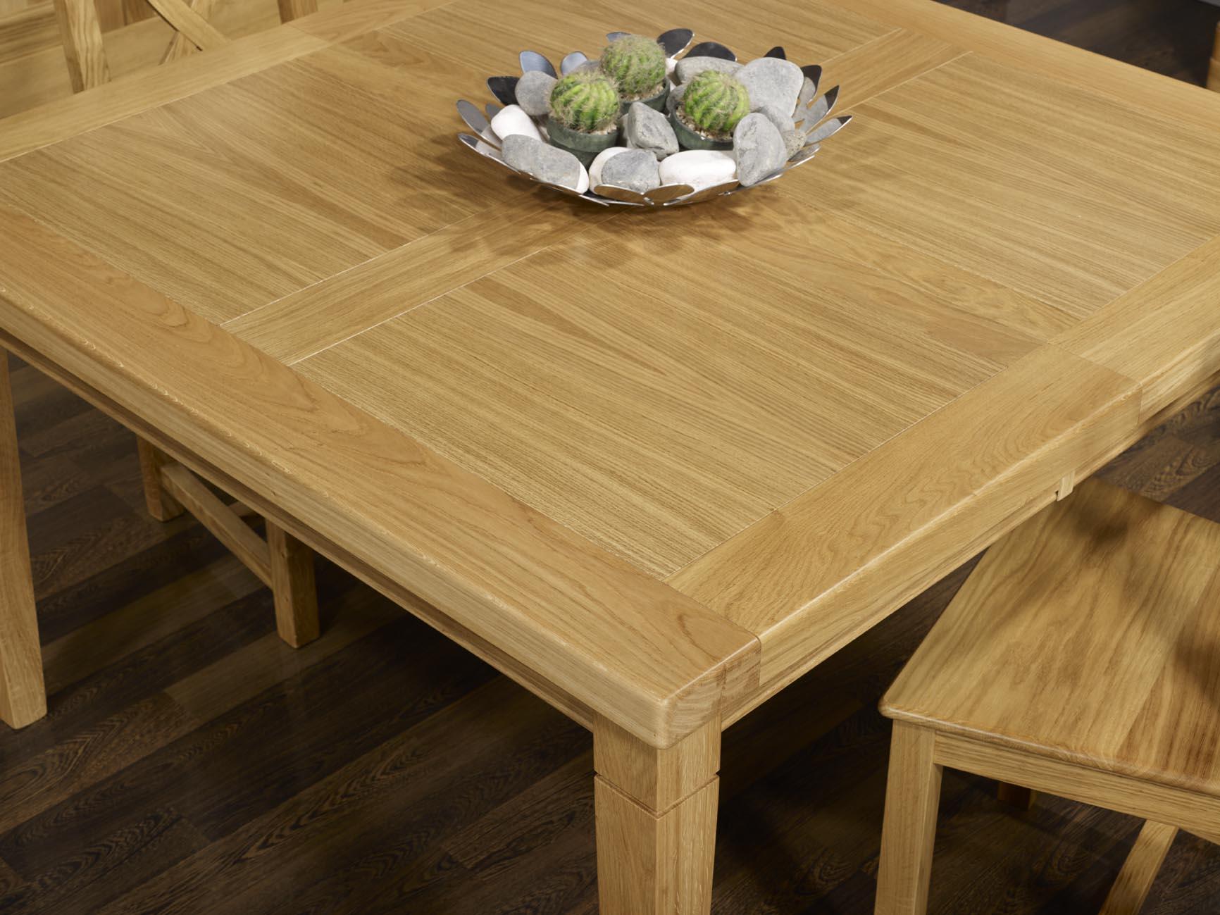 table de repas carr e en ch ne massif 140x140 pieds. Black Bedroom Furniture Sets. Home Design Ideas