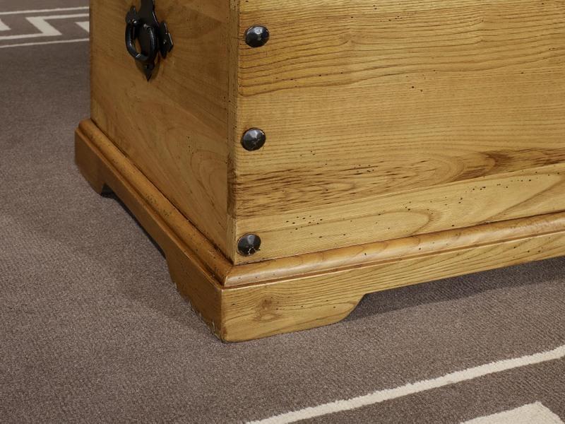 malle charentaise en chataignier massif campagnard meuble en ch ne. Black Bedroom Furniture Sets. Home Design Ideas