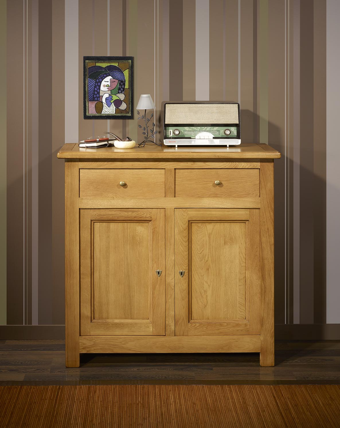 petit buffet 2 portes 2 tiroirs en ch ne massif de style campagnard finition ch ne dor patine. Black Bedroom Furniture Sets. Home Design Ideas