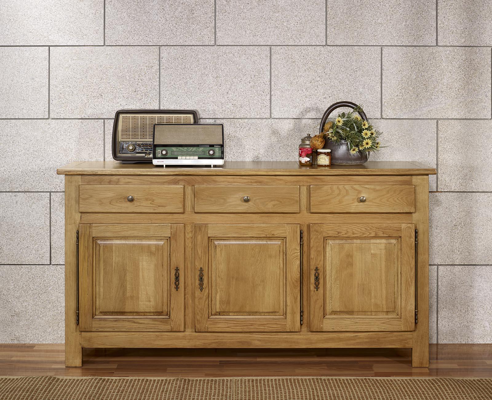 buffet 3 portes 3 tiroirs en ch ne massif de style campagnard 1 seul disponible meuble en ch ne. Black Bedroom Furniture Sets. Home Design Ideas