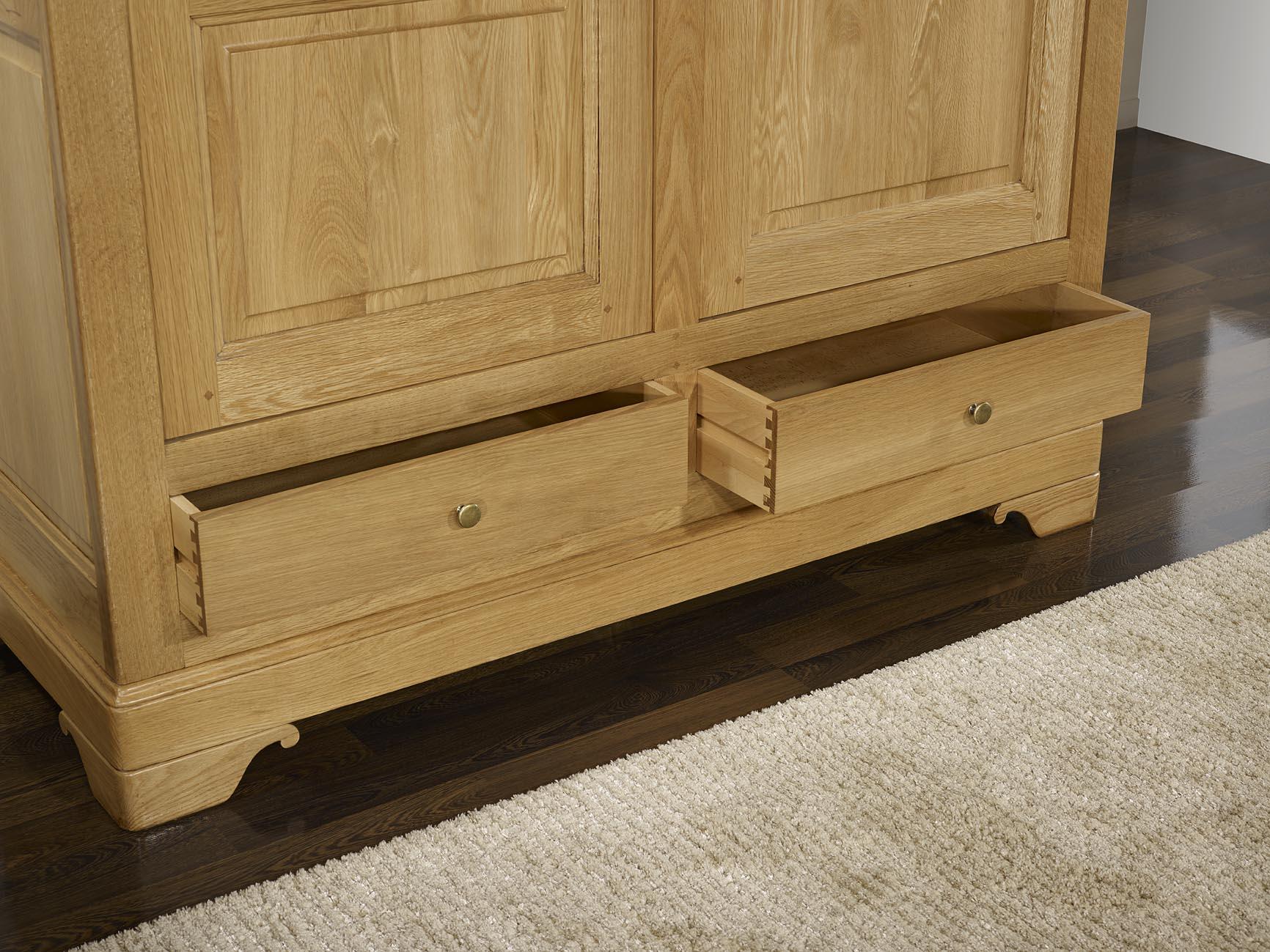 armoire 2 portes 2 tiroirs en ch ne massif de style louis. Black Bedroom Furniture Sets. Home Design Ideas
