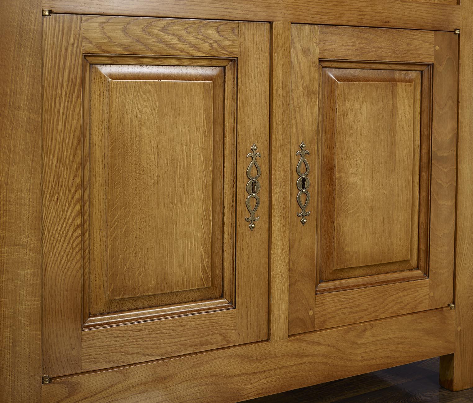 Petit buffet 2 portes 2 tiroirs en ch ne massif de style for Petit meuble bas 2 portes