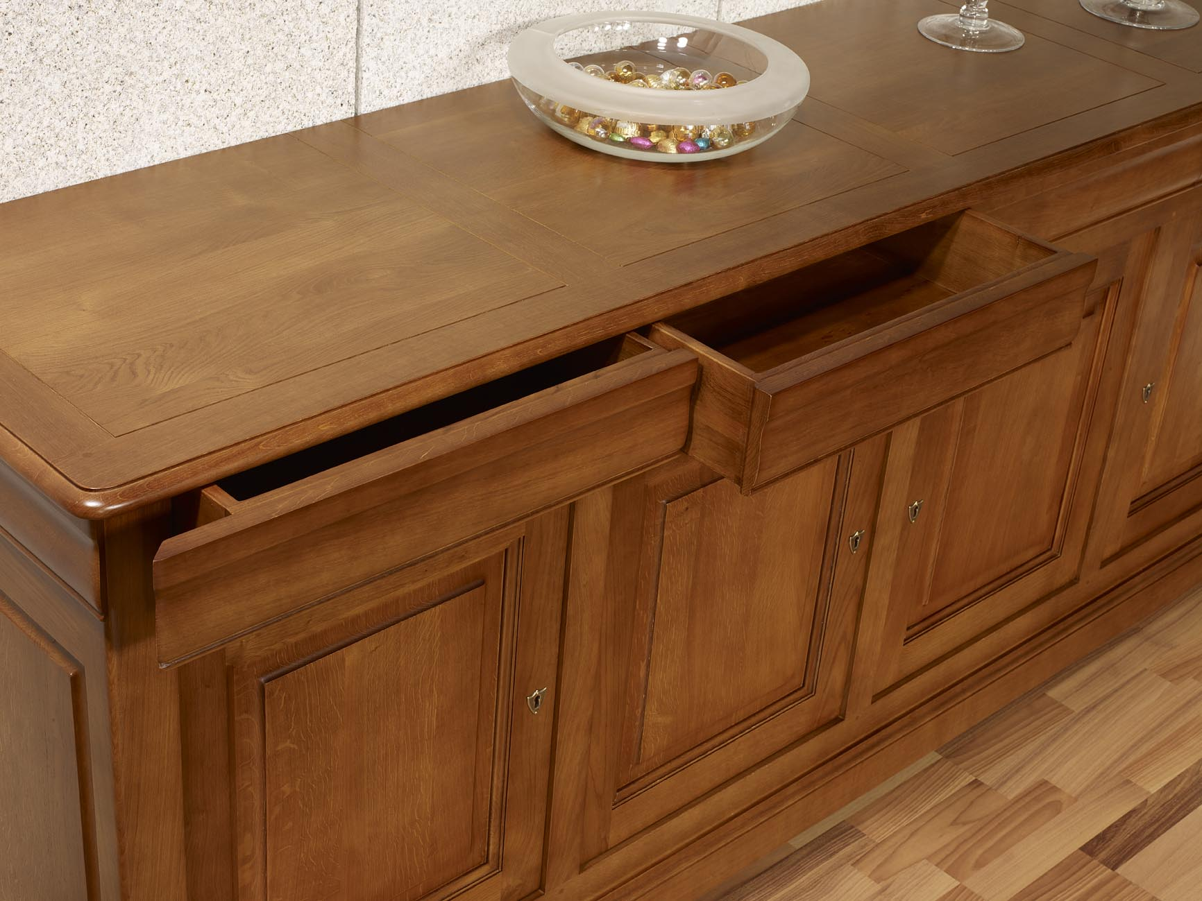 buffet 4 portes baptiste en ch ne massif de style louis philippe finition ch ne moyen patin. Black Bedroom Furniture Sets. Home Design Ideas