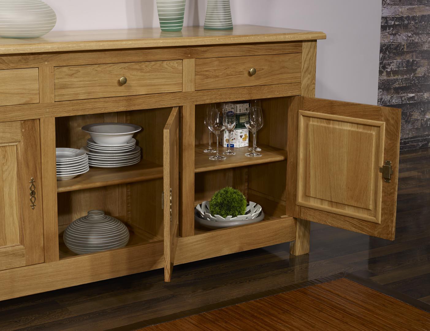 buffet 3 portes en ch ne massif de style campagnard. Black Bedroom Furniture Sets. Home Design Ideas