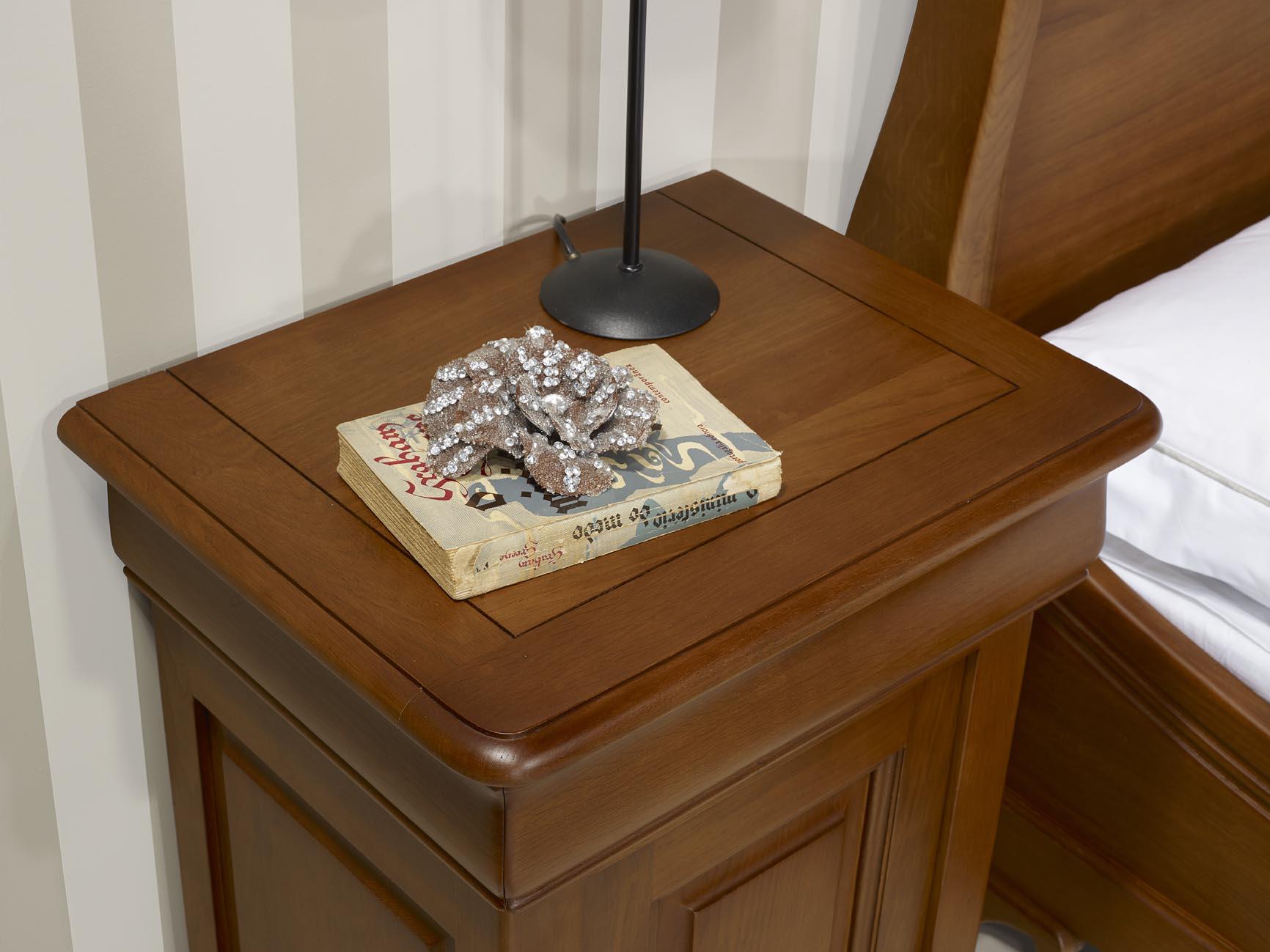 Chevet 1 porte 1 tiroir en ch ne massif de style louis philippe finition ch n - Table de chevet chene clair ...