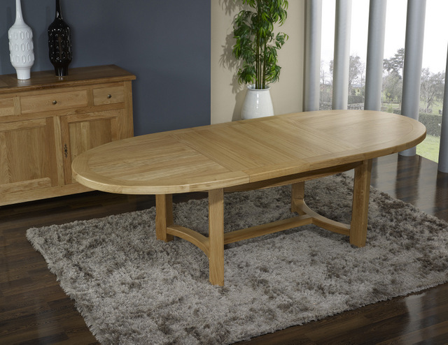 table de ferme ovale en ch ne massif de style campagnard. Black Bedroom Furniture Sets. Home Design Ideas