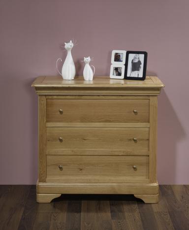 commode 3 tiroirs en ch ne de style louis philippe. Black Bedroom Furniture Sets. Home Design Ideas